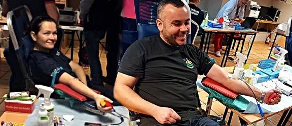 Policjanci, strażacy, uczniowie honorowo oddawali krew w Godkowie