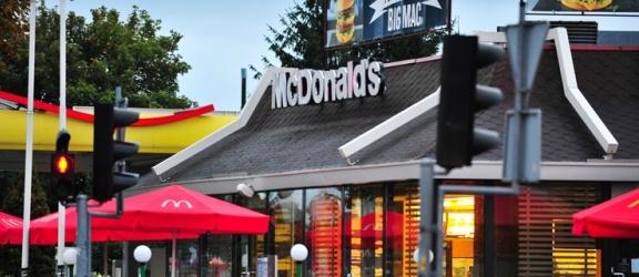 Kolejki do restauracji McDonald's w pierwszy dzień swiąt. Nasz Czytelnik: To upadek świątecznej tradycji