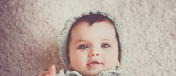 Jak dobrać odzież dla niemowlaka do pogody?