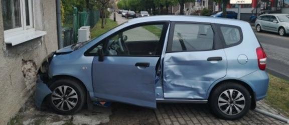 Braniewo. Honda uderzyła w budynek