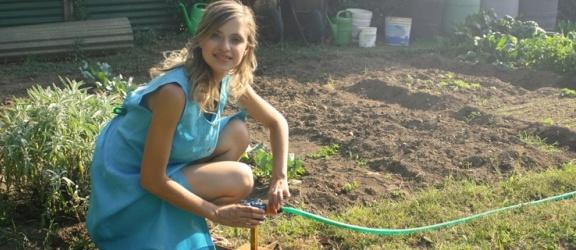 Węże ogrodowe. Jak wybrać wąż do podlewania roślin w ogrodzie