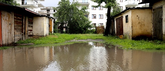 Mała Wenecja w Elblągu. Taka sytuacja przy Grunwaldzkiej... (+ zdjęcia)
