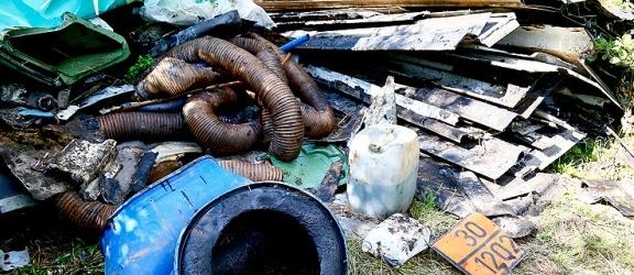 Nasza Czytelniczka ma duży problem. Ktoś podrzucił tony odpadów na jej działkę w okolicy Milejewa