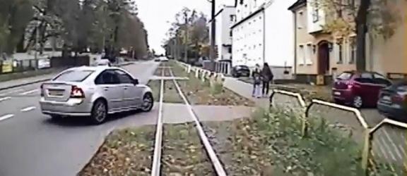 Elbląg: Zderzył się z tramwajem i odjechał. Policja szuka świadków