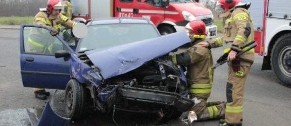 Zderzenie osobówki z autem ciężarowym