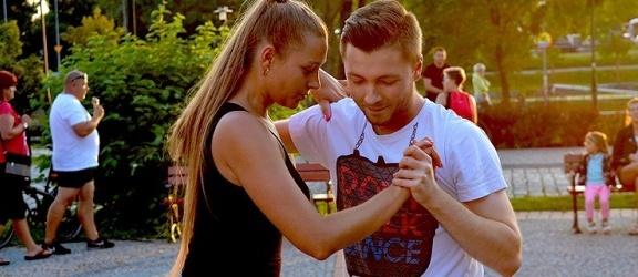 Członkowie projektu Salsa Elbląg zapraszają na darmowy sylwestrowy kurs tańca!