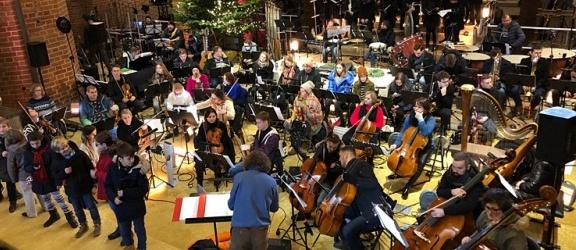 Bożonarodzeniowy koncert Polpharmy z udziałem EOK w Pelplinie – 24 i 26 XII (TVP2)