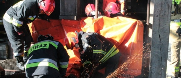 Braniewo. Wypadek przy pracy. Mężczyzna odwieziony śmigłowcem do szpitala