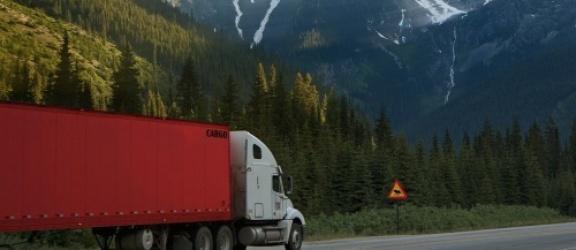 Zestaw do naprawy plandeki - sposób na wybrnięcie z kiepskiej sytuacji na drodze