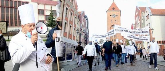 Protest kucharzy w Elblągu. Żadają wsparcia dla niszczonej branży. Stop zamykaniu gospodarki! ( +zdjęcia)
