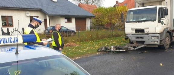 Zginął motorowerzysta po zderzeniu z ciężarówką
