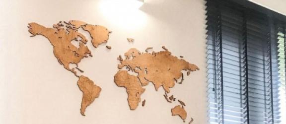 Drewniana mapa świata - czyli dekoracja dla miłośników podróży i nie tylko
