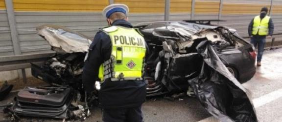 Kierowca audi nie żyje. Uderzył w tył naczepy ciężarówki