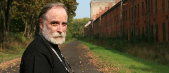 DKK: Gdański pisarz z wizytą w bibliotece. Spotkanie ze Stefanem Chwinem