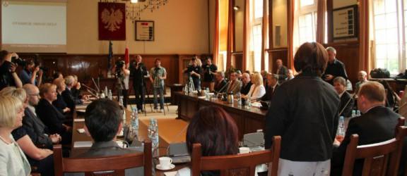 I sesja Rady Miasta. Ślubowanie i przerwa do czasów wyborów prezydenckich (video)