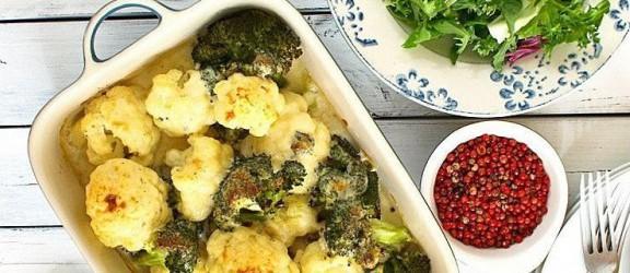 Kalafior i brokuł zapiekany pod sosem beszamelowo- serowym