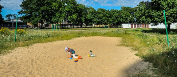 Czy zapomniany plac zabaw przy ul. Lotniczej wróci do stanu świetności?