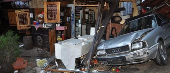 Pijany kierowca wjechał do baru i staranował 4 osoby. Jedna nie żyje
