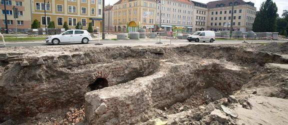 Drogowcy odkopali fortyfikacje. Prace na Pocztowej czasowo wstrzymane