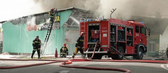 Pożar przy ulicy Sopockiej. Spłonął sklep motoryzacyjny.