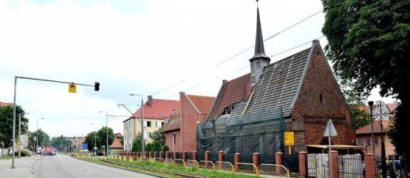 Kościółek przy Bema z nowym dachem i wieżyczką