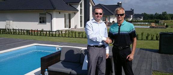 Fiński kierowca F1 grał w golfa w Pasłęku