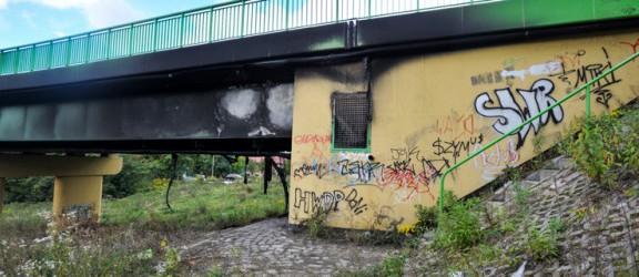 Zwarcie czy podpalenie? Policja bada przyczyny pożaru mostu
