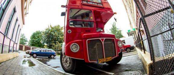 Czerwony angielski piętrus na ulicach Elbląga. Zobacz zdjęcia!