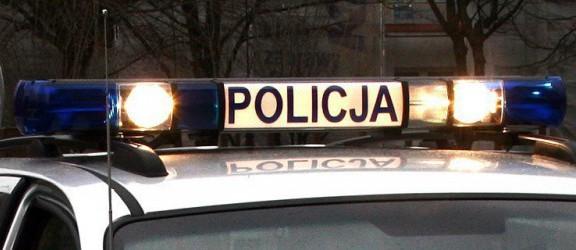 Wypadek w gminie Młynary. Samochód uderzył w drzewo