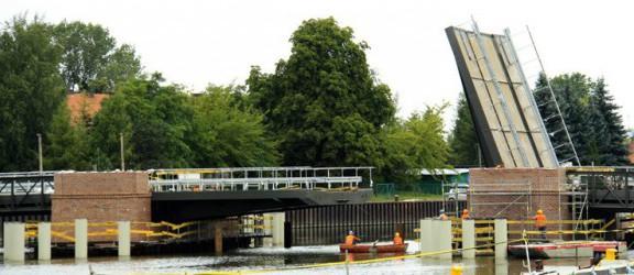 W kwietniu 2013 r. zakończy się budowa mostów na rzece Elbląg