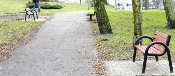 30 nowych ławek zainstalowano w Parku Traugutta