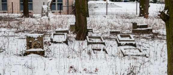 Nekropolia na Sadowej. Kto dba o porządek na tym cmentarzu?